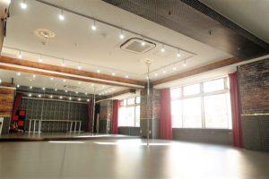 川崎駅にあるレンタル ダンススタジオ