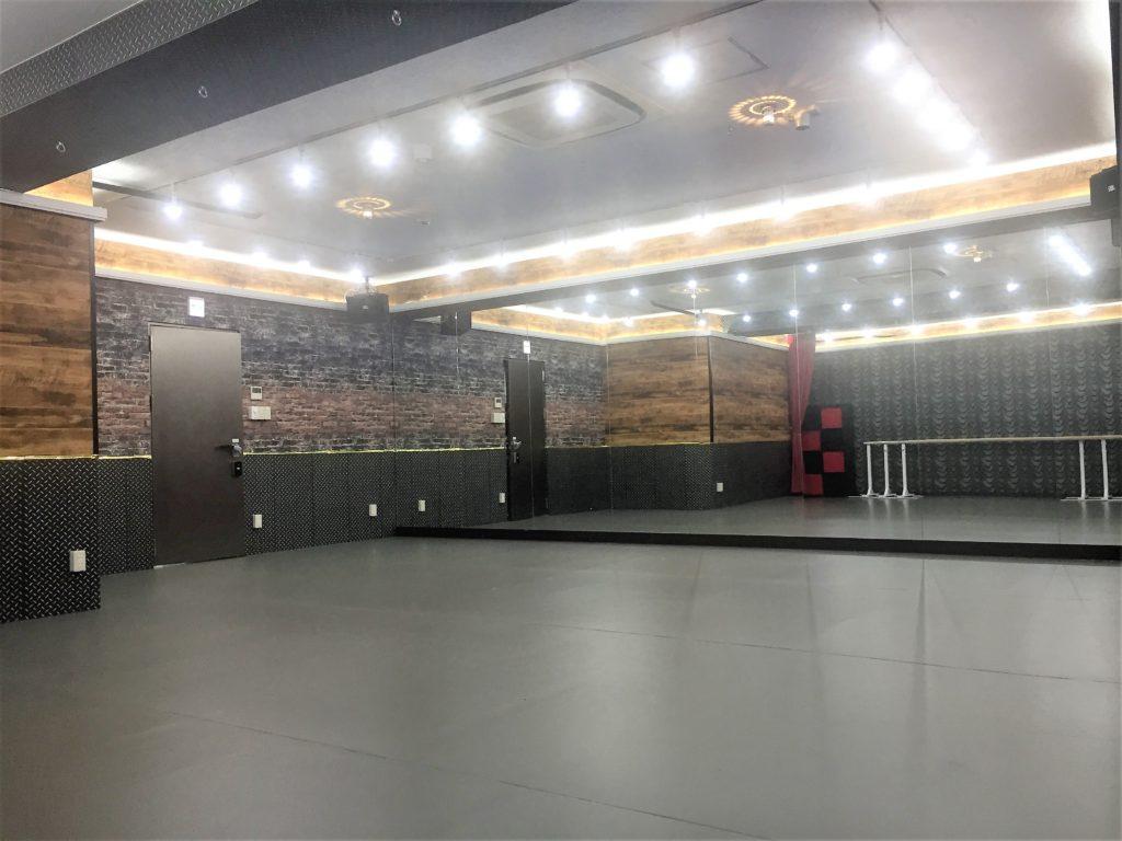 バーレスクダンス教室 を開くなら黒を基調とした妖艶な雰囲気を醸し出す 川崎 レンタルスタジオ